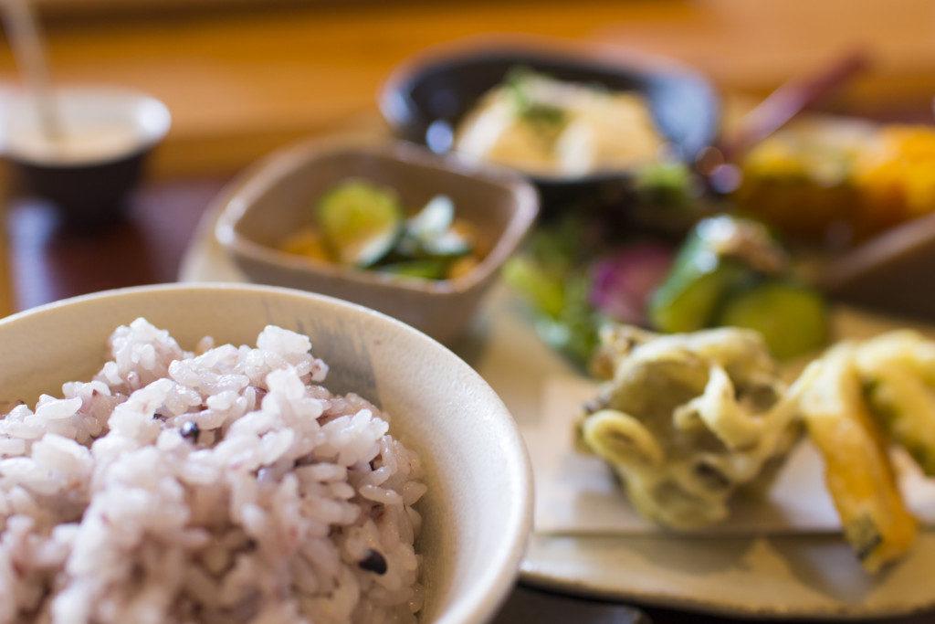 滋賀レストラン野菜花季節のプレートランチ