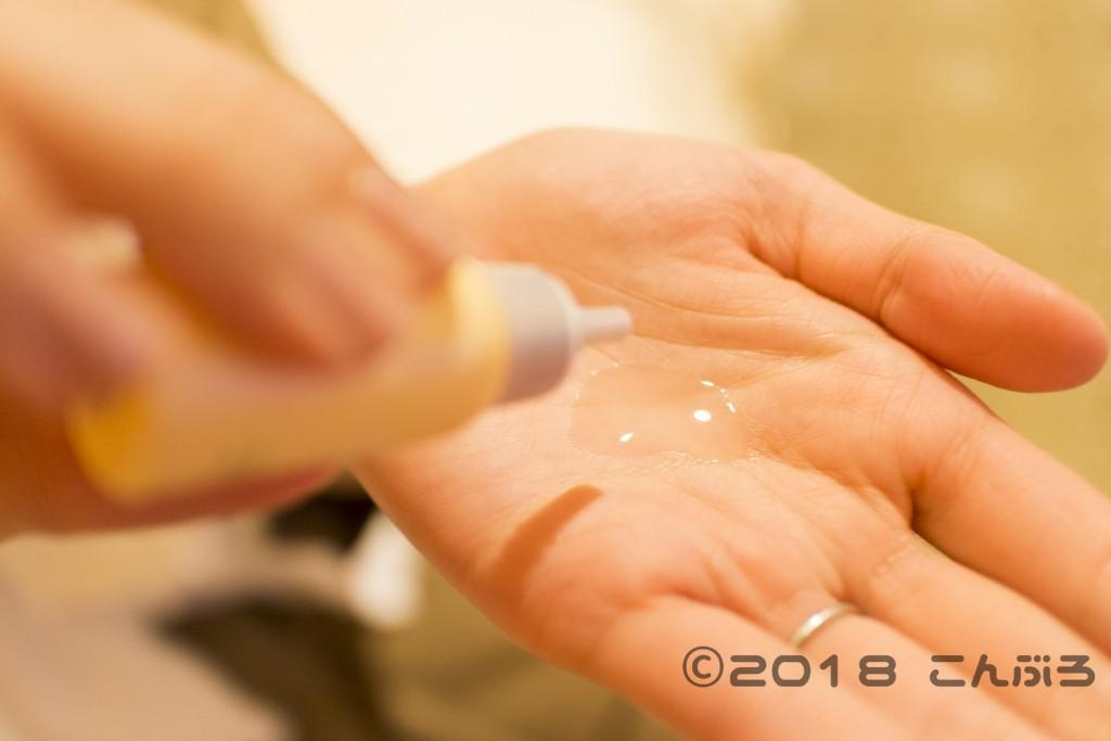 dプログラムアクネケア乳液質感画像