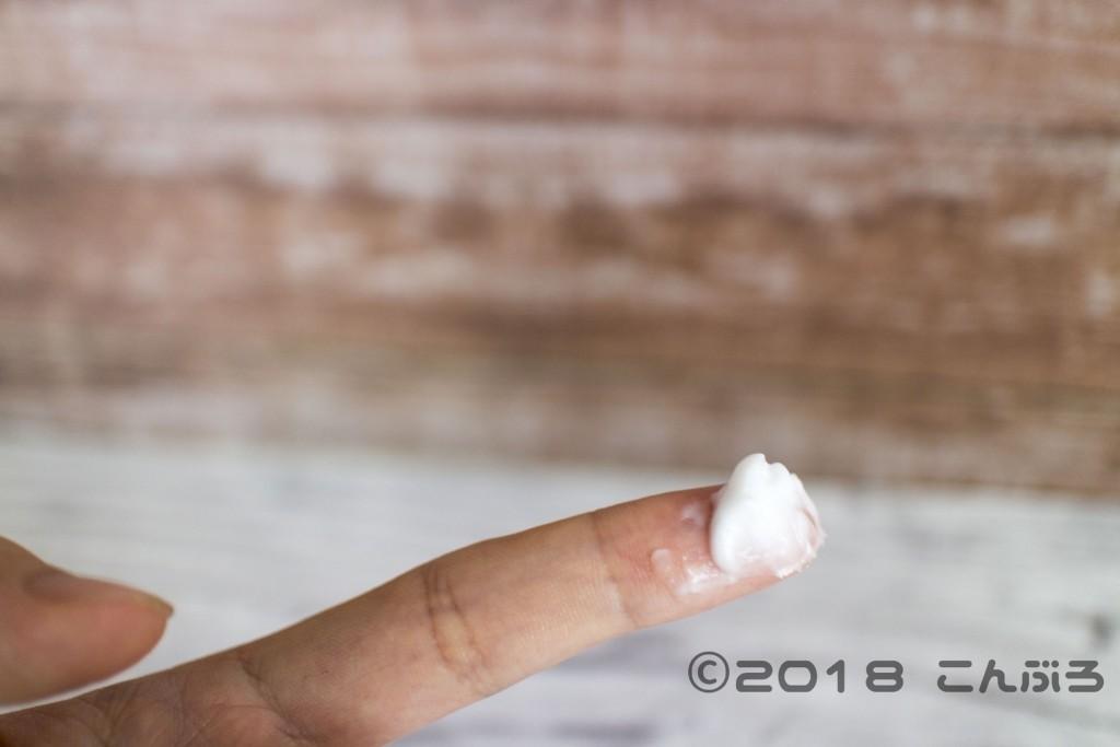 セタフィルのモイスチャライジングクリーム散布画像