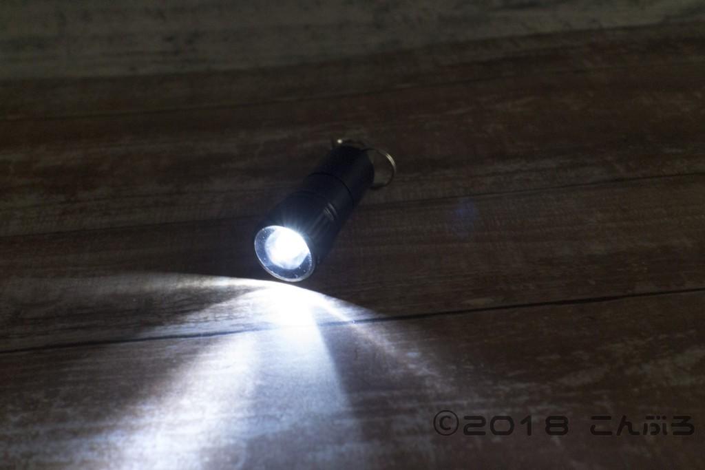 100均ダイソーのキーホルダーライトの光の強さ