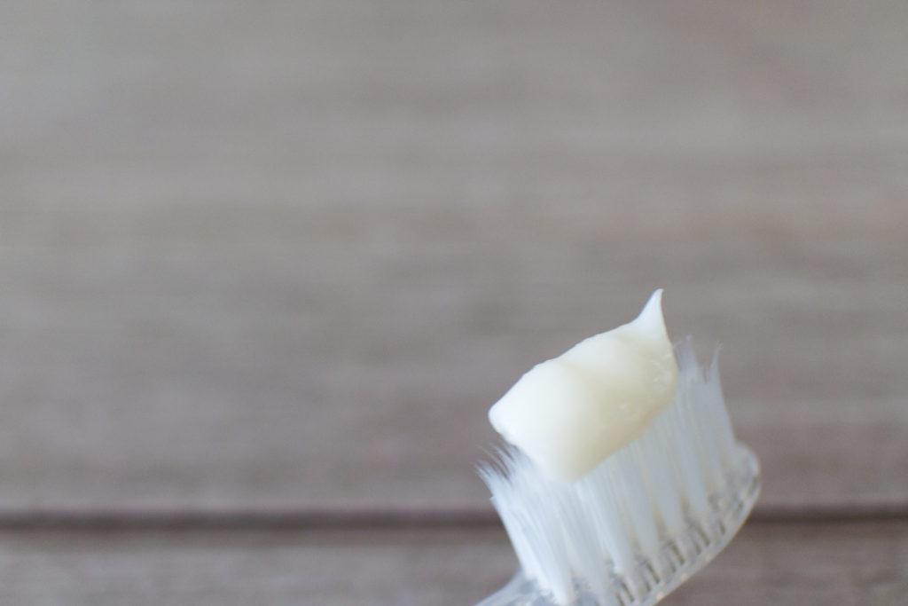 ドクターブロナー歯磨き粉の色