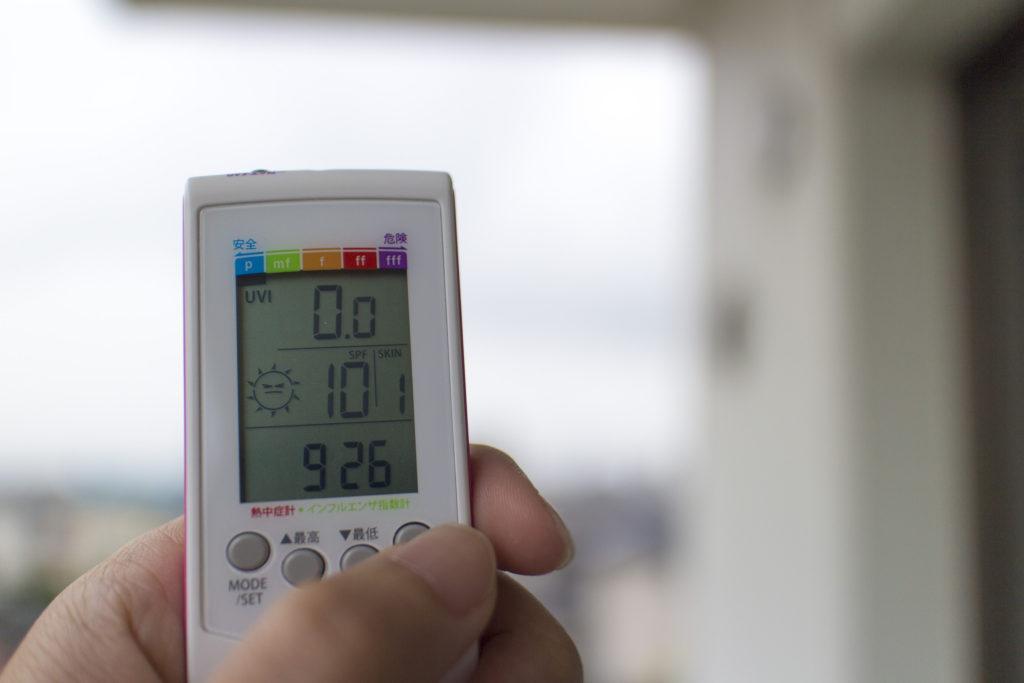 ポータブル温湿度計UVとSPFチェック