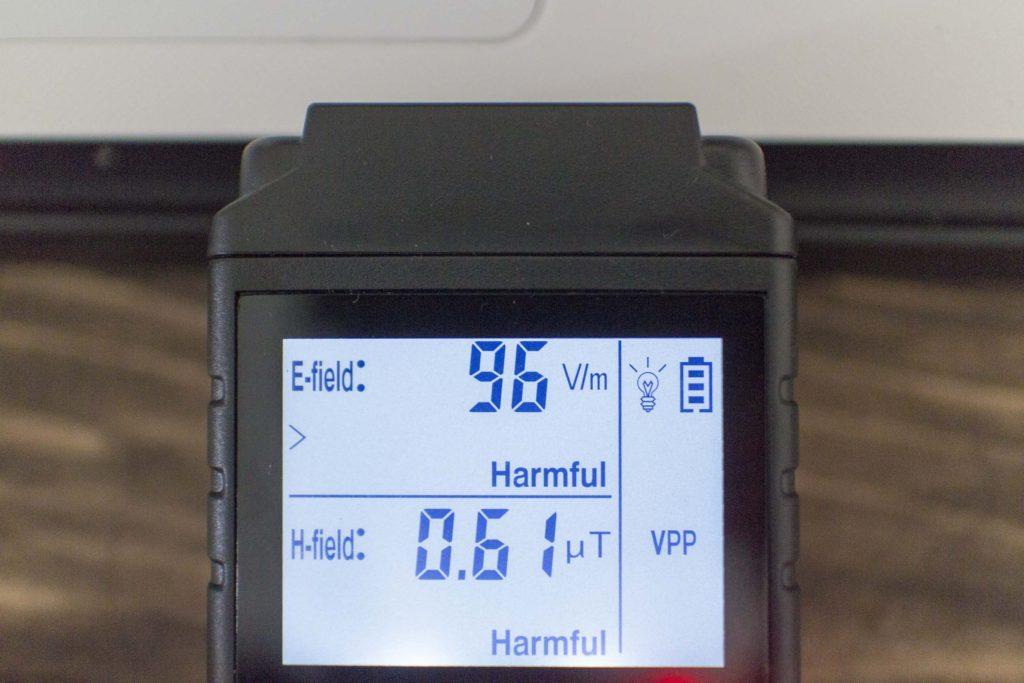 ノートPCのコンセント接続時の電磁波