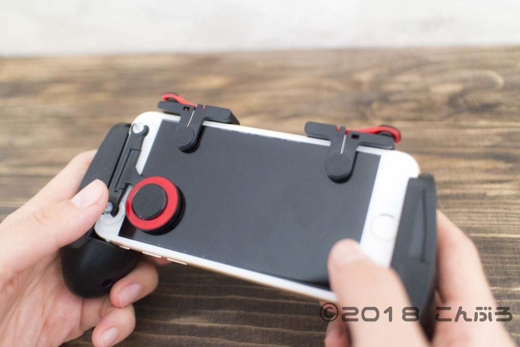 iPhoneにスマホゲームコントローラーを装着