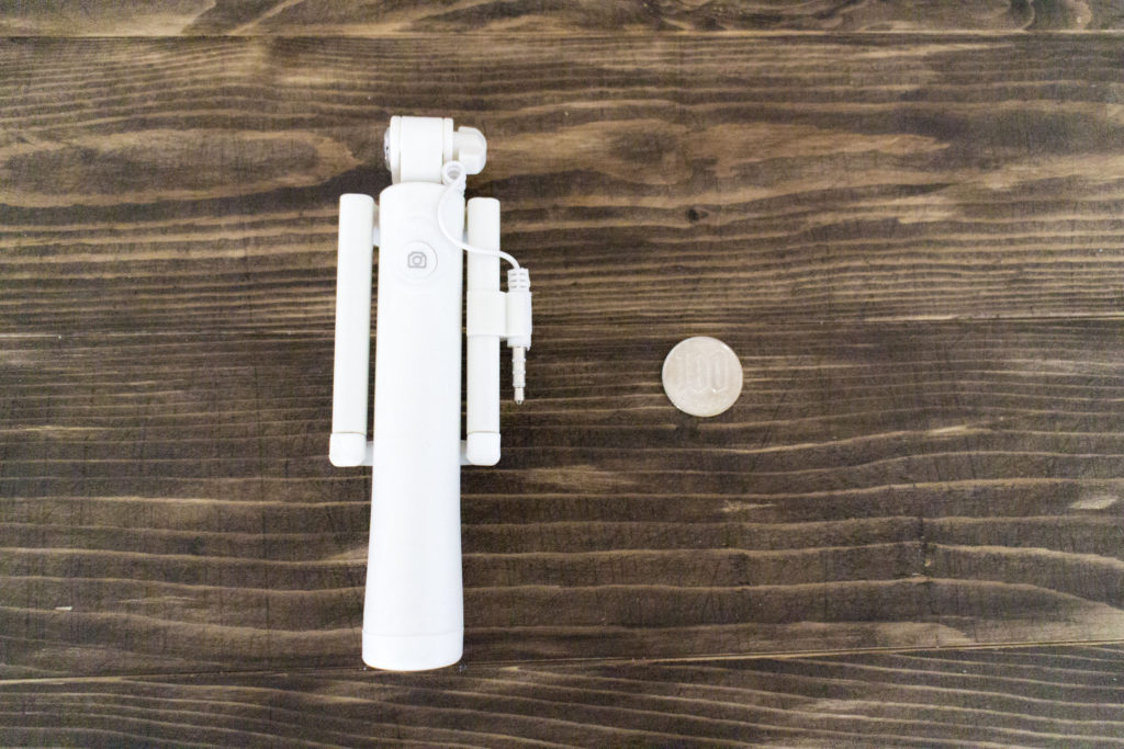 自撮り棒と100円玉のサイズ比較