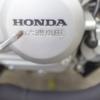 バイクのエンジンについている印字ロゴを消す方法