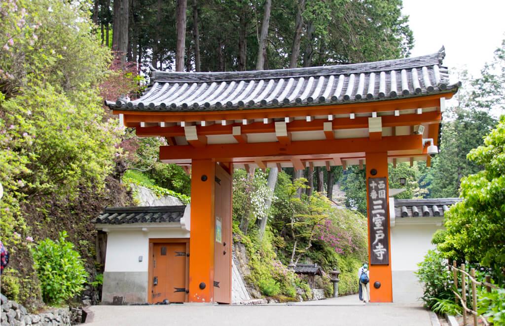 三室戸寺の門
