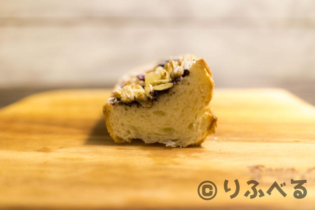 神戸産イチジクのショコラと蜂蜜グラノーラのスナックブレッドの中身